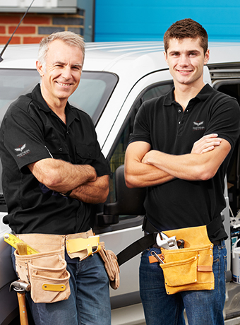 2 electricians smiling