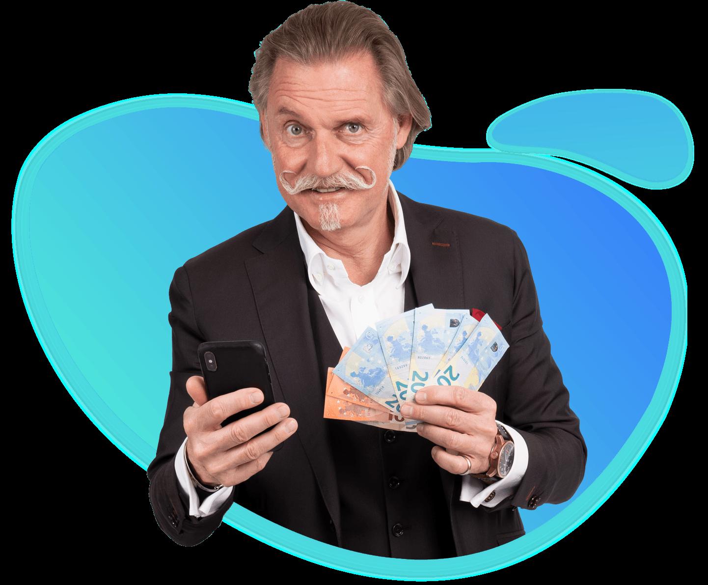 Anwalt Ingo Lenßen hält Geldscheine in der Hand in der