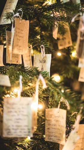Christmas tree with notes on it