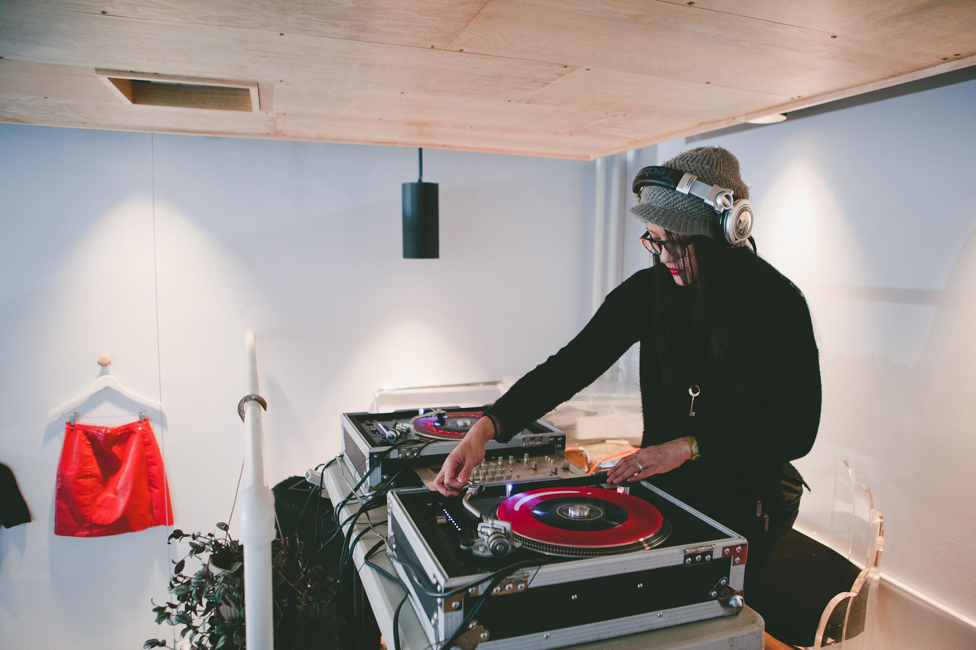 Les The DJ