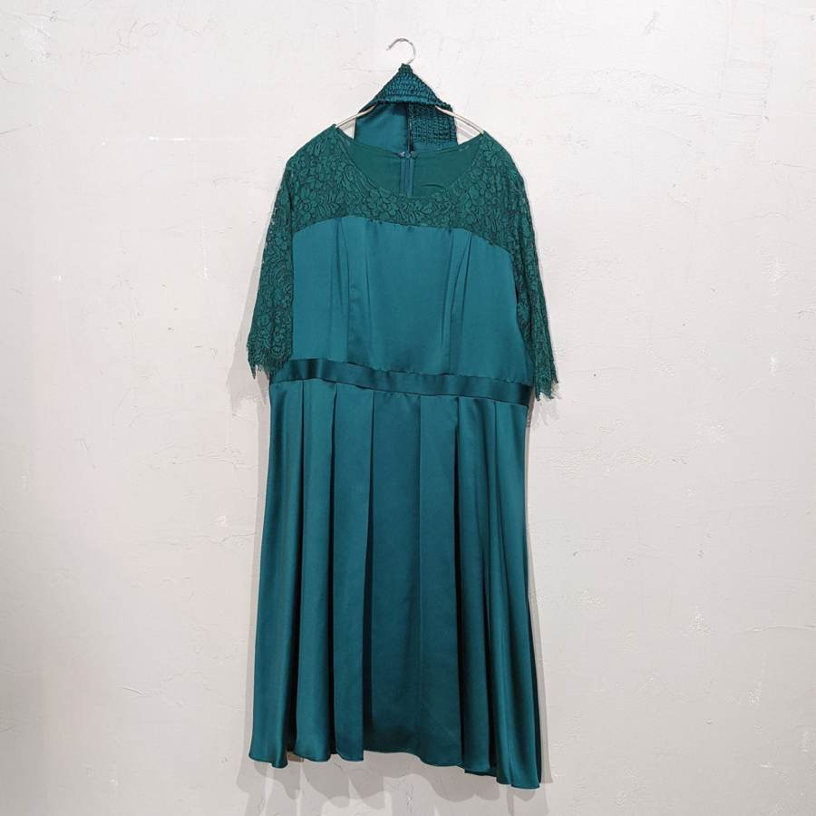 Dorry Doll 2wayオーバースカート付きデコルテシアーレース切替サテンミモレ丈ワンピース 2Lサイズ グリーン
