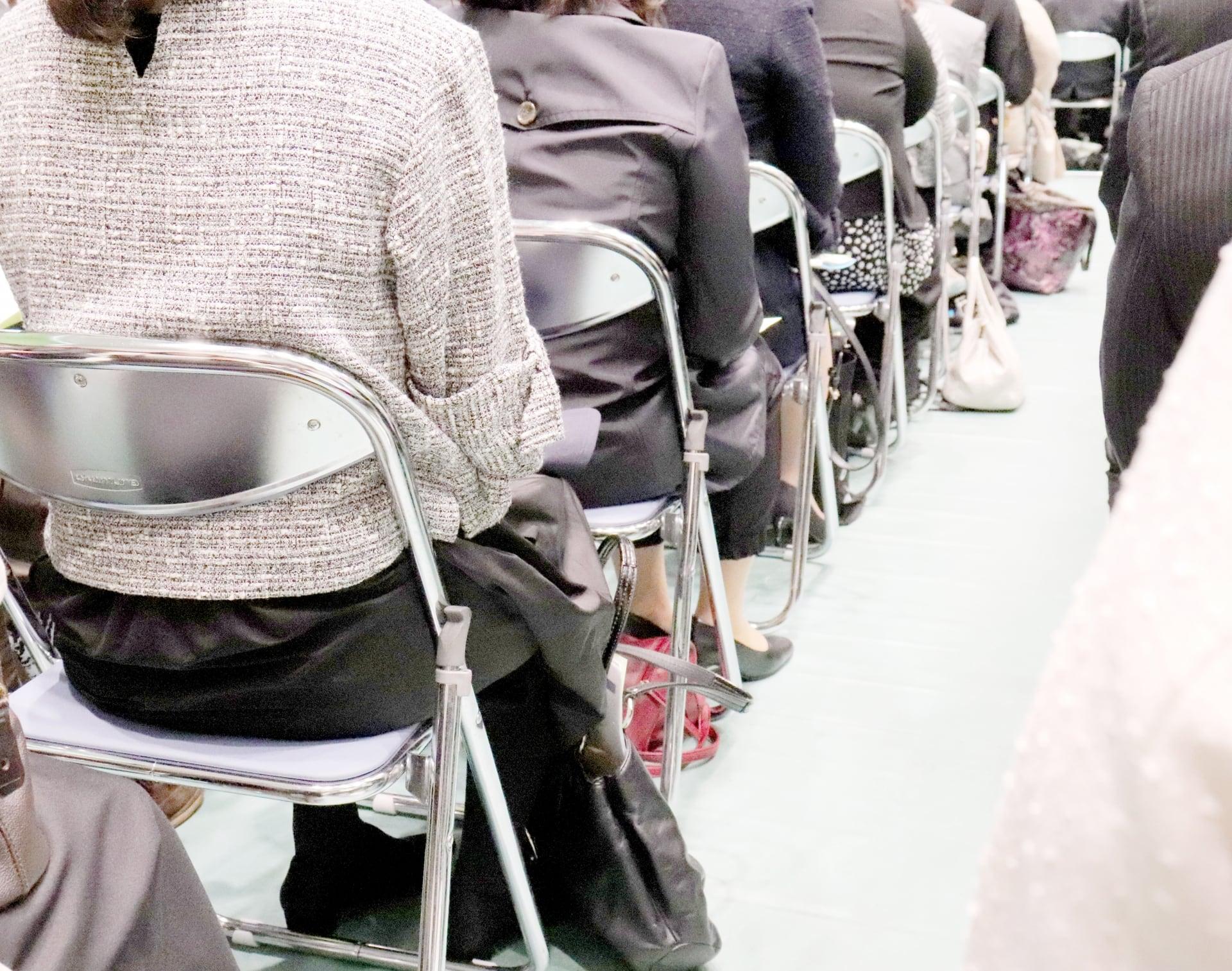 入学式と卒業式のスーツの違いは?同じスーツを着てはダメ?