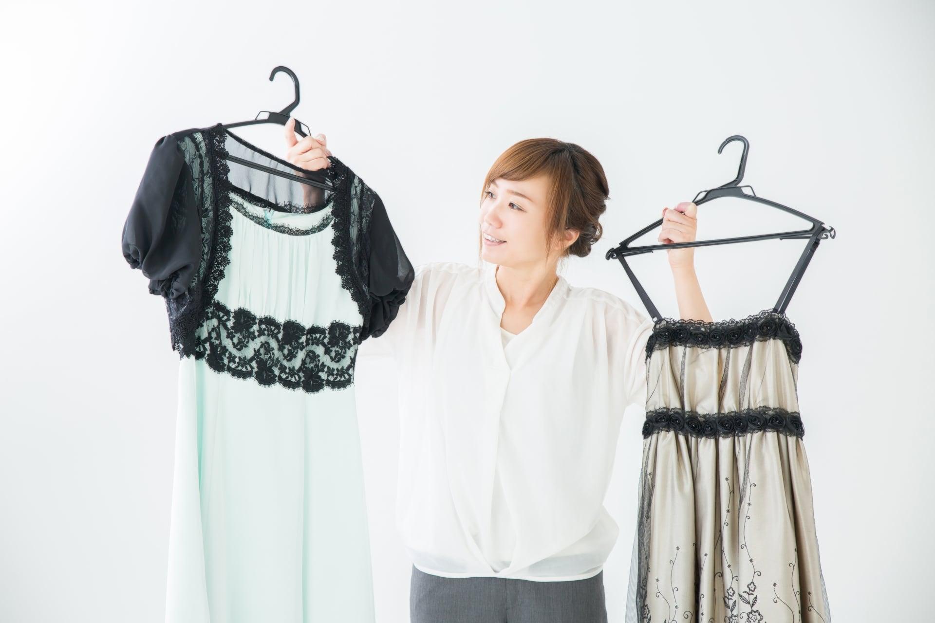 卒業式後の謝恩会と結婚式のお呼ばれドレスって違うの?似合うドレスの探し方とは?