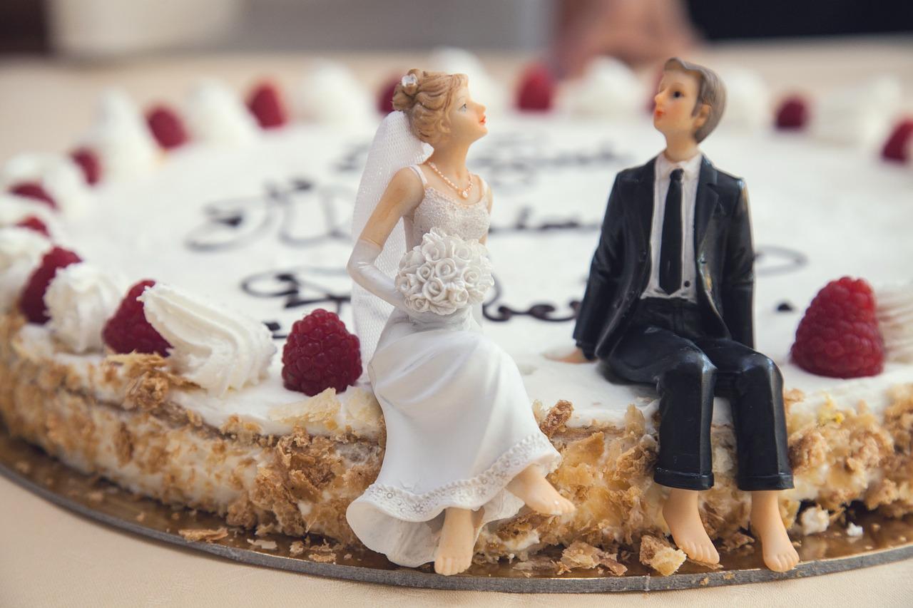 初めて呼ばれた結婚式、何着ていけばいい??迷える20代女子、お呼ばれレンタルドレス専門店でお悩み解決!