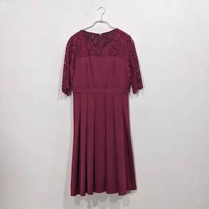Dorry Doll 2wayオーバースカート付きデコルテシアーレース切替サテンミモレ丈ワンピース 2Lサイズ レッド
