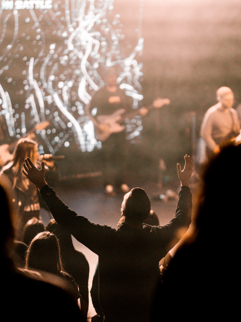 Man worshipping Jesus at a non-denomination church in omaha