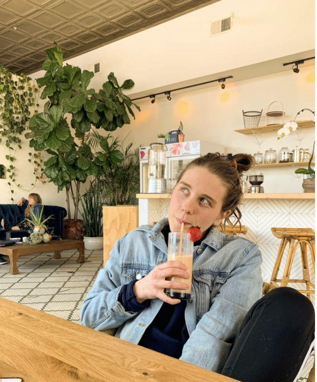 My jaw literally dropped when I walked into The Grove. That gigantic fiddle leaf fig will forever have a piece of my heart. For real though- this is such a quiet, dreamy spot, perfect for getting into some good conversation. Time truly slips away when you're sipping a smoothie and chatting with your babe.