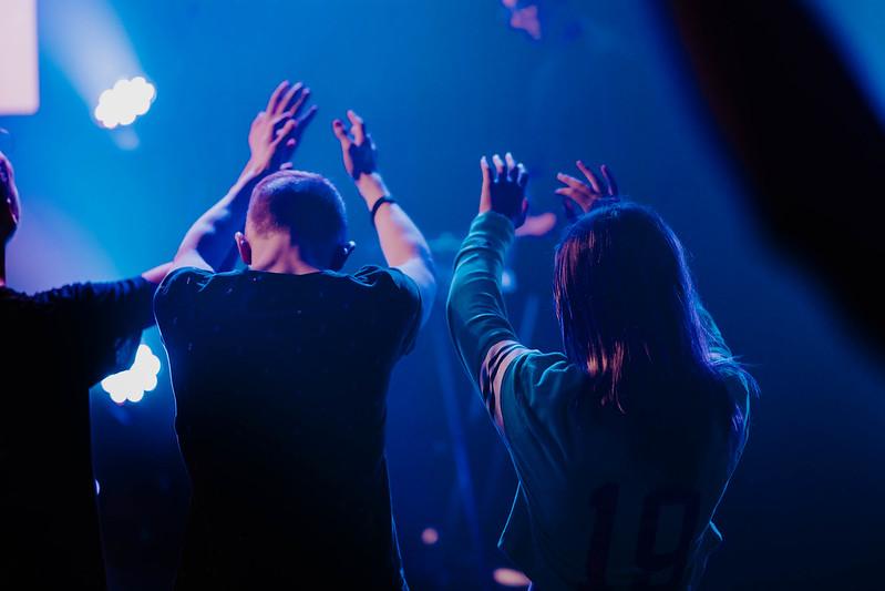 youth students worshiping at church in omaha nebraska