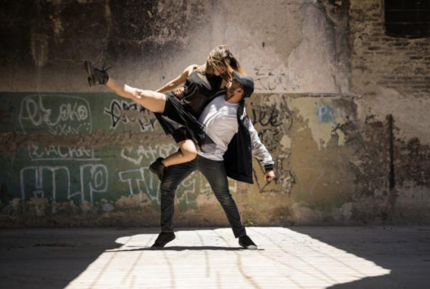 コンテンポラリーダンスの魅力をお届け!