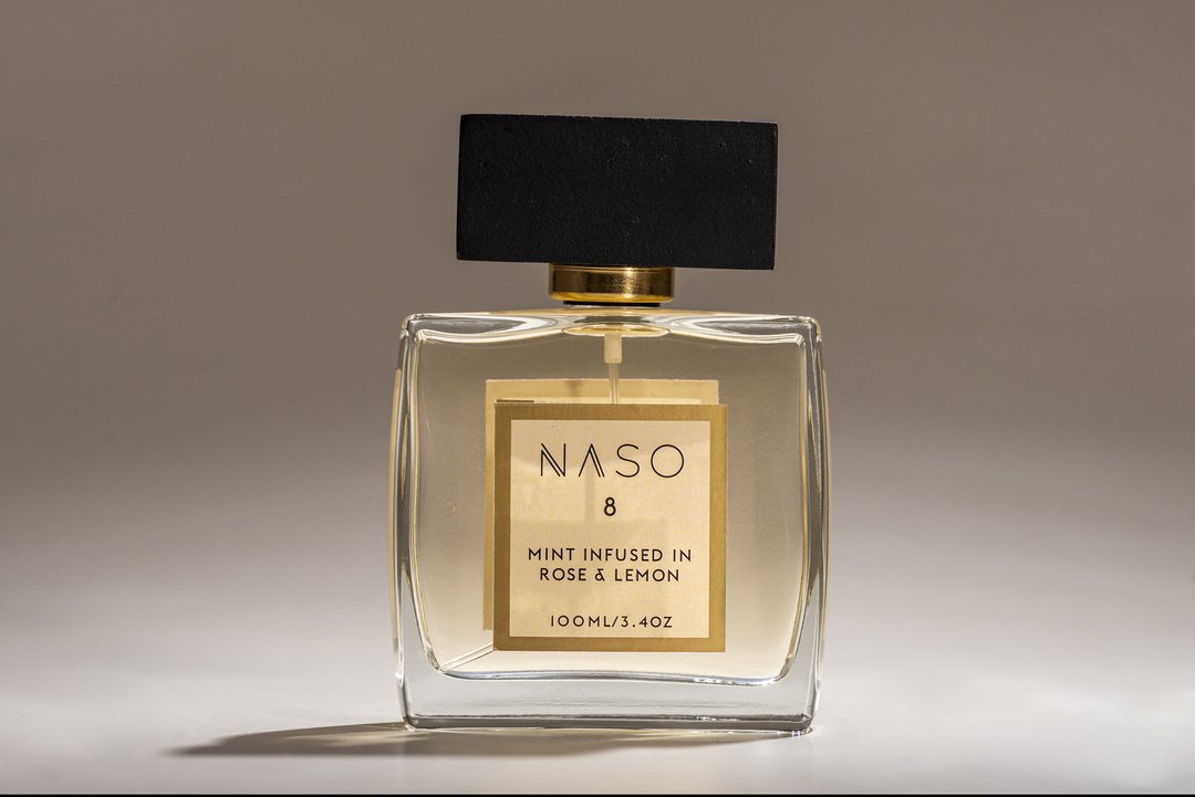 The refreshing aura of fresh citrus and mint leaves meets the eternal romance of the rose to make a happiness inducing blend. Crowned as the king of flowers, the scent of the rose is a distinctly familiar olfactory sensation. Exude a passionate intensity and vivacity when you wear this lively fragrance. Healing Power: Lures you to the bright side with increased energy levels and gives your mood a gentle upliftment.