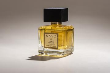 """""""Offering a natural depth and warmth in character, this fragrance masterfully complements the smokey scents of cedar and vetiver with a pungently striking touch of pepper. While its woody element conjures a timeless masculinity and musky sensuality, it also has austere and somber undertones. Healing Powers: - Aphrodisiac - Anti-depressant """""""
