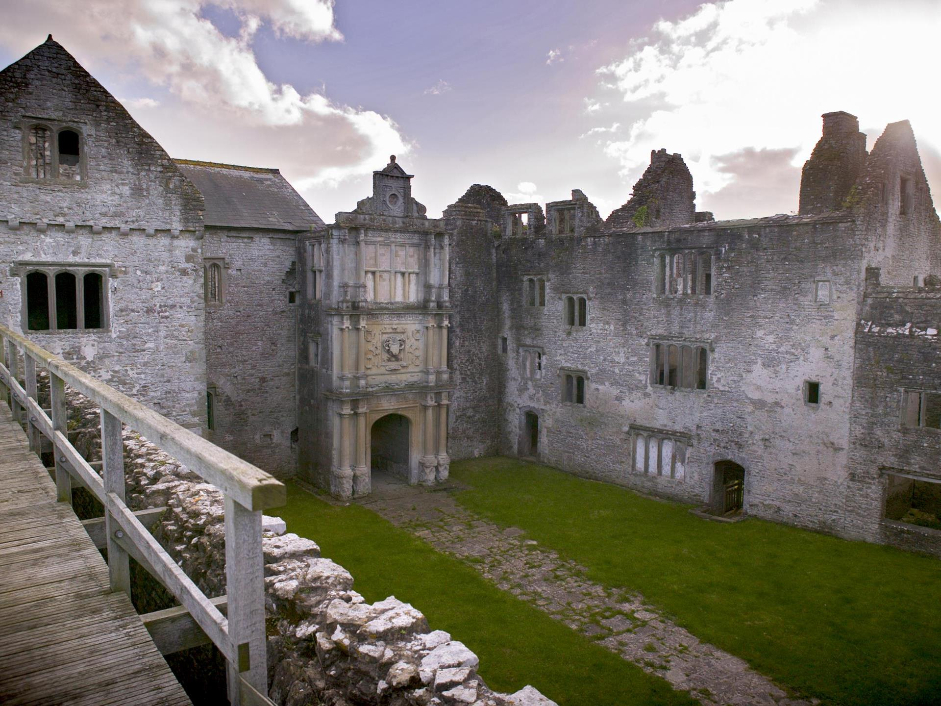 Old Beaupre Castle (Cadw)