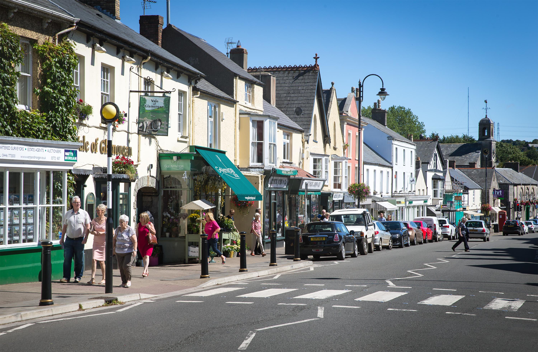 Cowbridge - shops, food, gardens and film stars!