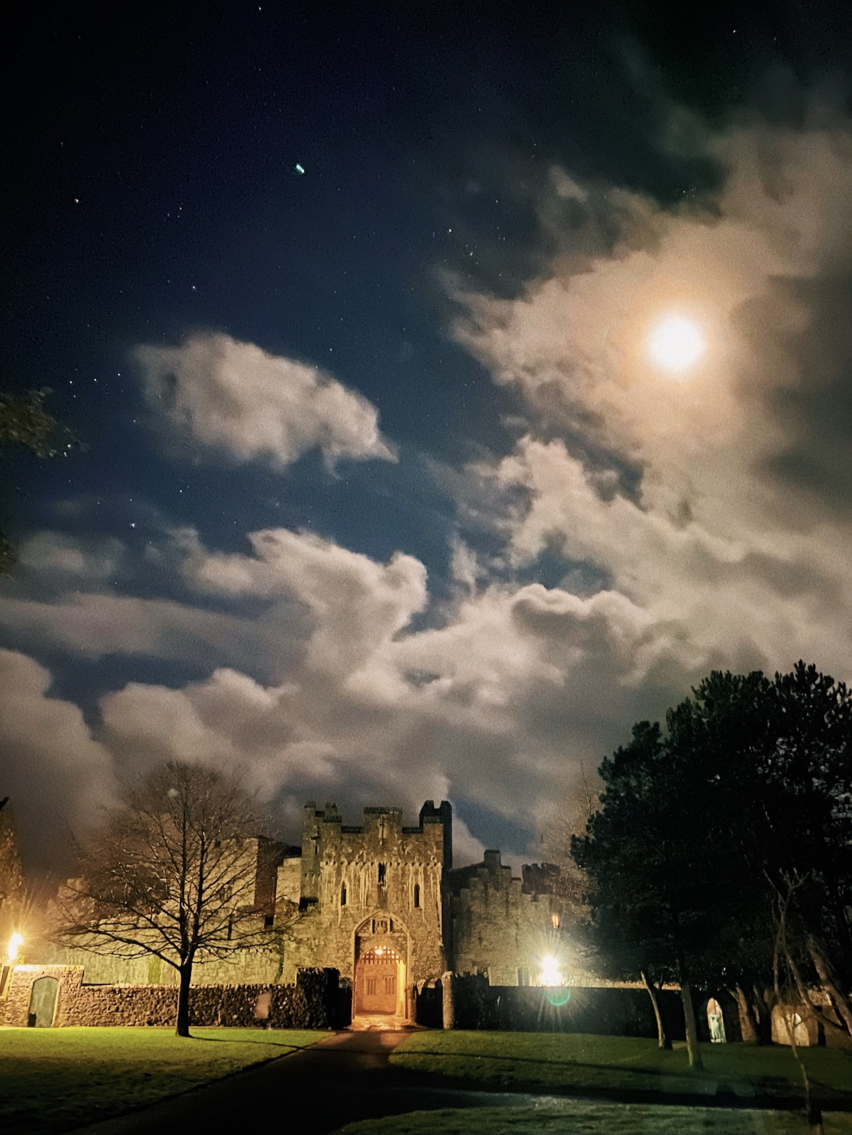 Halloween Spooktacular Film at St Donat's Castle: Hocus Pocus