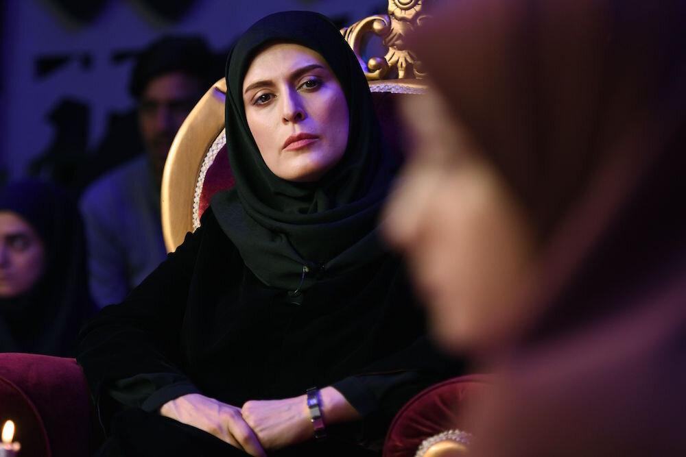 Behnaz Jafari as Mona