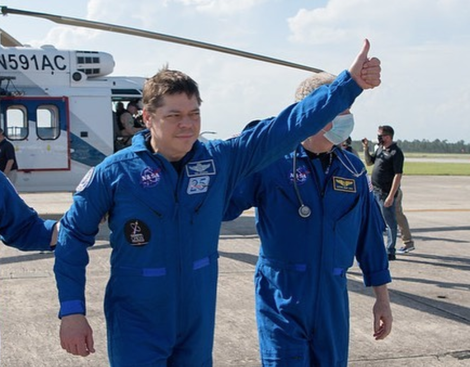Bob Behnken (MS '93, PhD '97) Returns to Earth in Successful Splashdown
