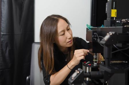 Understanding Olfaction: An Interview with Elizabeth Hong (BS '02)