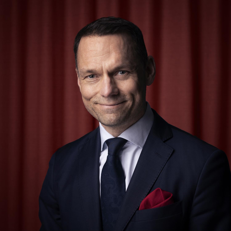 Portrait picture of David Klattborg, Co-Founder of Megadeals Advisory