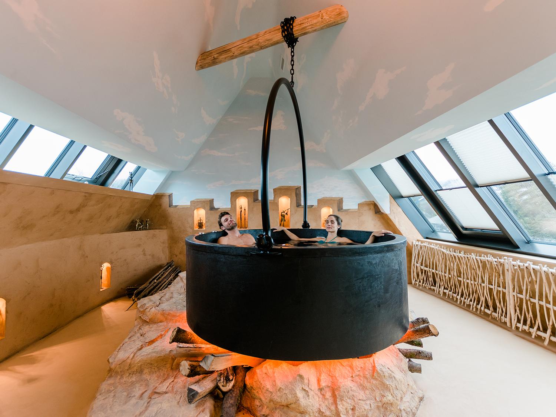 Private Spa Suite mit Kessel als Whirlpool