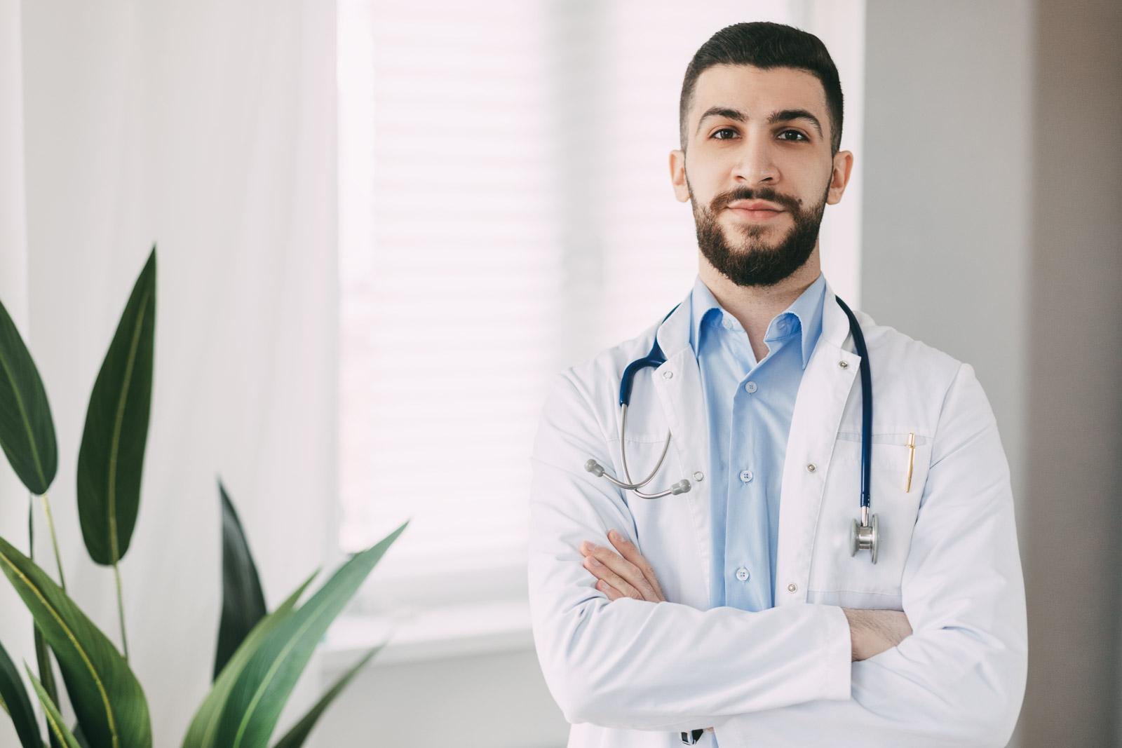 الطب البشري والمجالات الطبية والصحية الأخرى من المجالات النبيلة التي تسعى بشكل عام لمساعدة الانسان ودراسة الطب البشري والمجالات الطبية في الجامعات التركية الخاصة مطلوب من قبل العديد من الطلاب الأجانب، فتعرَّف مع مجموعة معرفة على أهم المهن الطبية في تركيا.