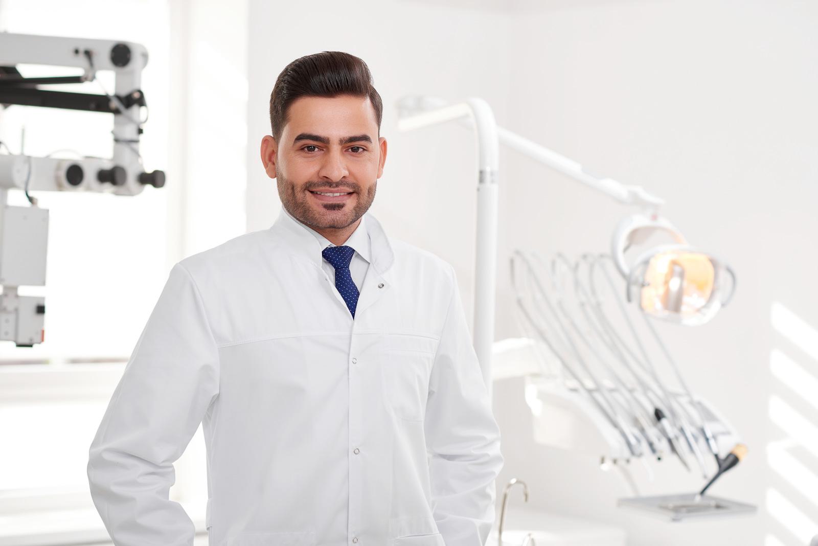 دراسة طب الأسنان في الجامعات التركية الخاصة من أكثر التخصصات المطلوبة من قبل الطلاب الاجانب، تعرّف مع مجموعة معرفة على أهم الوظائف في مجال طب الأسنان.