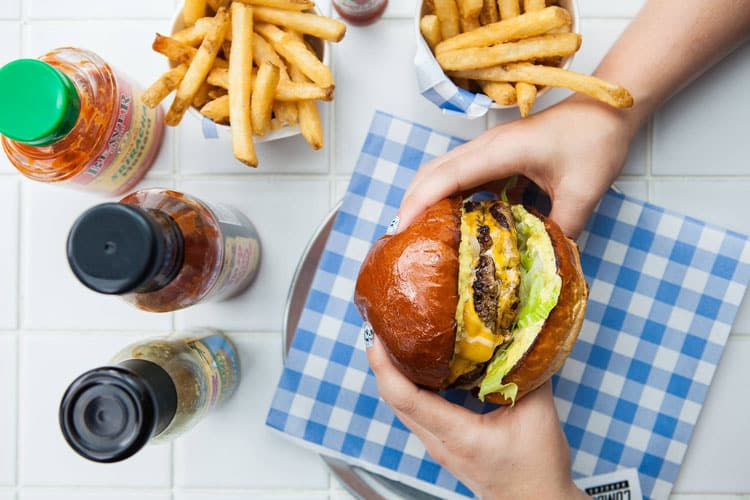 tips for the best burger - eating a burger