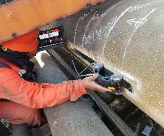 Performing axial scanning on pipe
