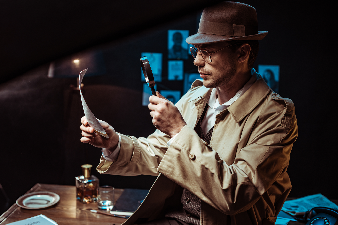 Sherlock Holmes with magnifying glass