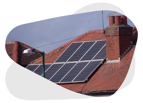 Découvrez qui garantit votre installation photovoltaïque quand une fuite est réparée