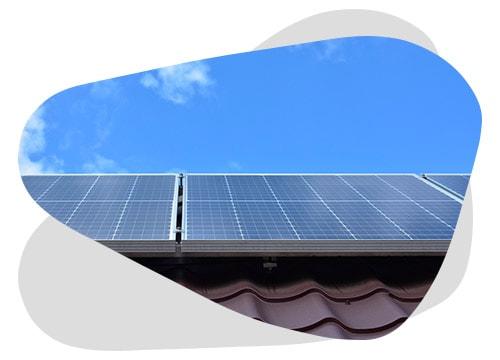 Panne de panneaux solaires : suivez le guide de dépannage de Nouvel'R Energie.