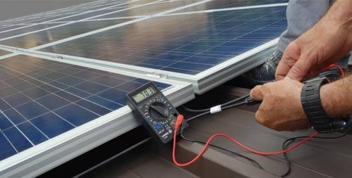 La révision de vos panneaux photovoltaïques est à faire réaliser par un professionnel