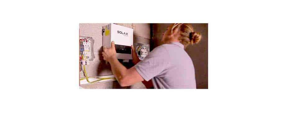 Un technicien Nouvel'r se déplace chez vous pour contrôler votre onduleur photovoltaïque