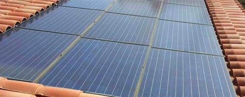 Une fuite sous panneau solaire doit être réparée par des professionnels