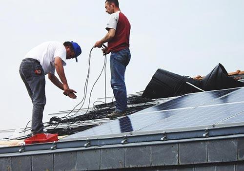 Un bon réparateur photovoltaïque doit avoir l'habilitation de travail en hauteur