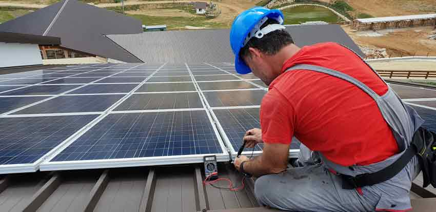 Pour un dépannage de panneau solaire couvert par l'assurance faites intervenir un technicien.