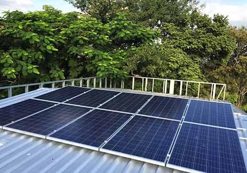 L'ombre sur les panneaux solaires peut provoquer une perte de rendement