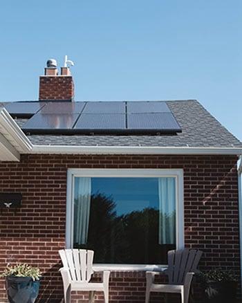 Pour contrôler un panneau solaire il doit être exposé au soleil.
