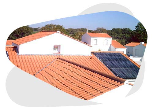 Installer des panneaux solaires chez soi.