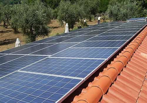 Les panneaux solaires doivent être installer avec un angle de 30°.