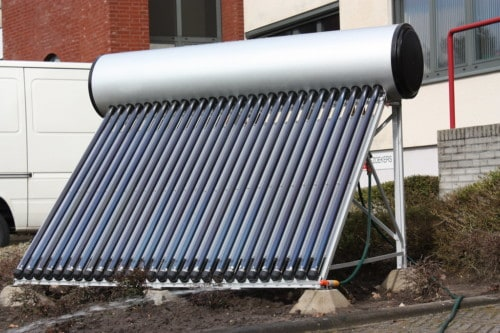 Le chauffe-eau monobloc produit de l'eau chaude grâce au soleil.