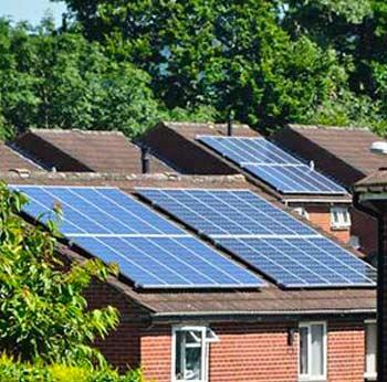 La climatisation solaire possède des avantages