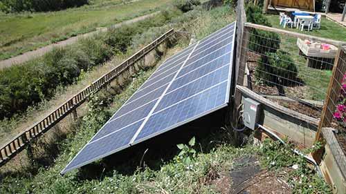 Les panneaux solaires au sol permettent de profiter d'un meilleur ensoleillement