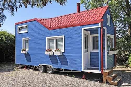 Une tiny house est une maison en site isolée, elles sont autonomes en énergie.