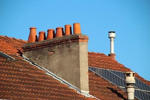 Pour installer des panneaux solaires il faut prendre en compte les obstacles présents sur votre toit.
