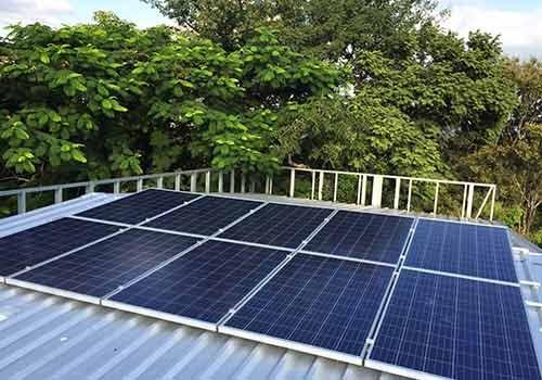 La puissance d'un panneau solaire ne varie pas mais le panneau ne produit pas à l'ombre