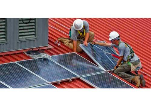 Une installation de panneaux solaires doit suivre plusieurs démarches.