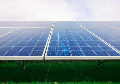 Découvrez le rendement des panneaux solaires.