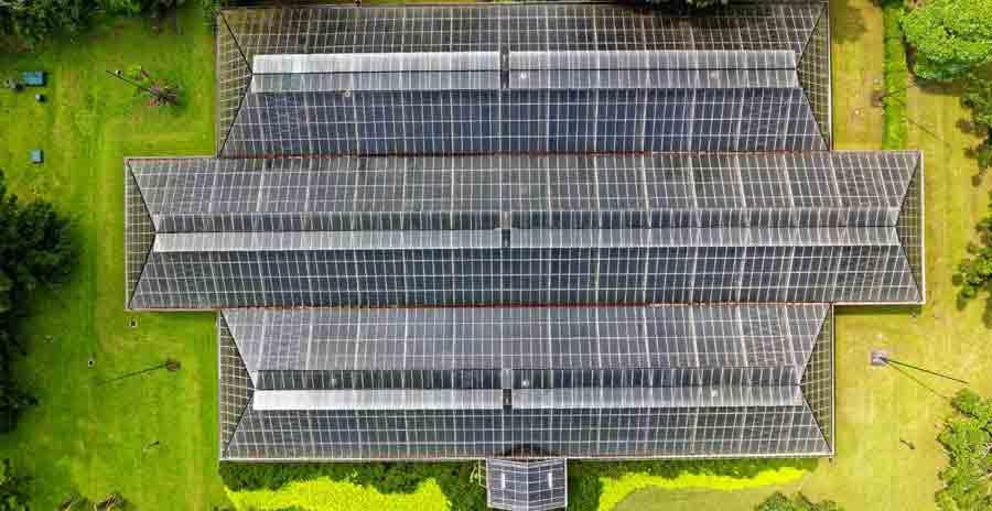 Autonomie Electrique avec toiture composée de panneaux solaires