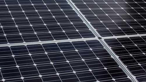 Les panneaux solaires monocristallins ont un prix plus élevé