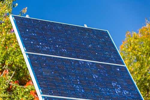 Durée de vie similaire entre panneaux photovoltaïques polycristallins et monocristallins